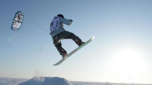 Жигулевское море в Тольятти предлагает лучший сноукайтинг