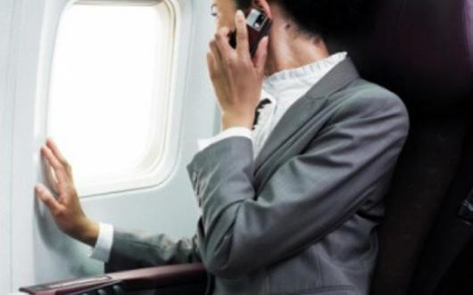 В Европе разрешат пользоваться мобильным телефоном во время полета