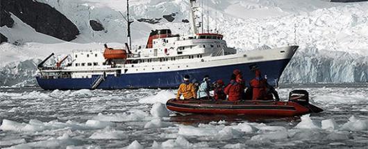 Застрявшее в Антарктиде российское судно будет ждать помощи два дня