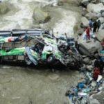 В Индии сорвался в пропасть пассажирский автобус