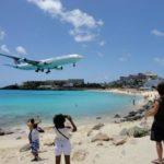 В США самолет упал на отдыхающих на пляже