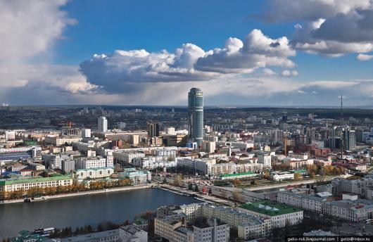 Самоубийство в Екатеринбурге. Человек выбросился с самого высокого здания в городе.