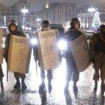 Митингующие не пускают депутатов в Верховную Раду