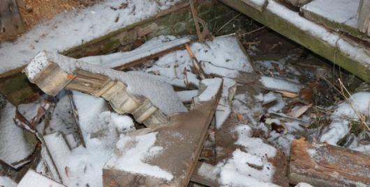 Вандалы изрубили в щепки памятник архитектуры в Вологде