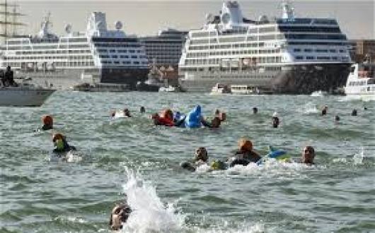Власти Венеции разрешили въезд круизных кораблей